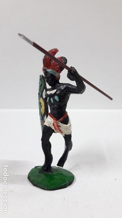 Figuras de Goma y PVC: GUERRERO AFRICANO NEGRO . REALIZADO POR ARCLA . AÑOS 50 EN GOMA . LANZA DESMONTABLE - Foto 3 - 181852535