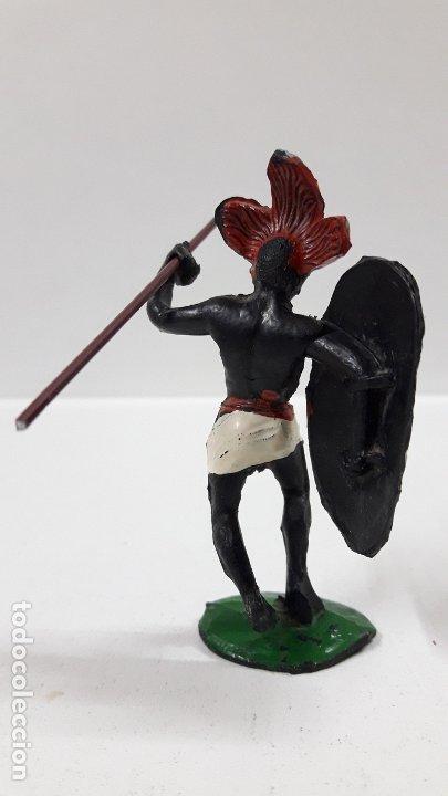Figuras de Goma y PVC: GUERRERO AFRICANO NEGRO . REALIZADO POR ARCLA . AÑOS 50 EN GOMA . LANZA DESMONTABLE - Foto 4 - 181852535