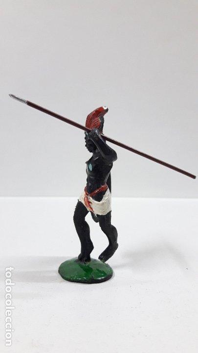 Figuras de Goma y PVC: GUERRERO AFRICANO NEGRO . REALIZADO POR ARCLA . AÑOS 50 EN GOMA . LANZA DESMONTABLE - Foto 6 - 181852535