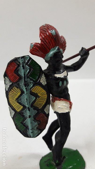 Figuras de Goma y PVC: GUERRERO AFRICANO NEGRO . REALIZADO POR ARCLA . AÑOS 50 EN GOMA . LANZA DESMONTABLE - Foto 7 - 181852535