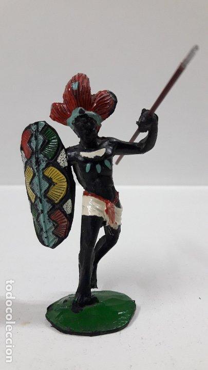GUERRERO AFRICANO NEGRO . REALIZADO POR ARCLA . AÑOS 50 EN GOMA . LANZA DESMONTABLE (Juguetes - Figuras de Goma y Pvc - Arcla)