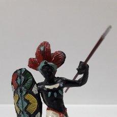 Figuras de Goma y PVC: GUERRERO AFRICANO NEGRO . REALIZADO POR ARCLA . AÑOS 50 EN GOMA . LANZA DESMONTABLE . Lote 181852535