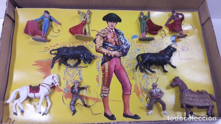 Figuras de Goma y PVC: CAJA ORIGINAL DE LA CORRIDA DE TOROS . REALIZADA POR PECH . AÑOS 60 - Foto 2 - 181887223