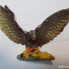 Figuras de Goma y PVC: FIGURA PECH EN GOMA AGUILA CAZANDO OVEJA MUY ESCASA . Lote 182358907
