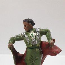 Figuras de Goma y PVC: TORERO DANDO UN PASE . REALIZADO POR PECH . AÑOS 60. Lote 182957188