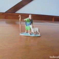 Figuras de Goma y PVC: ANTIGUA FIGURA EN PLÁSTICO PARA PORTAL DE BELÉN: PASTOR CON OVEJA. Lote 183345518