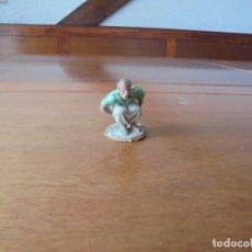 Figuras de Goma y PVC: ANTIGUA FIGURA EN PLÁSTICO PARA PORTAL DE BELÉN: CAGANER. Lote 183345526
