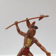 Figuras de Goma y PVC: GUERRERO INDIO . REALIZADO POR LAFREDO . AÑOS 60 . ALTURA 9,5 CM. Lote 183464818