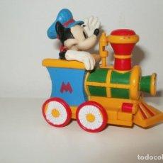 Figuras de Goma y PVC: MICKEY MOUSE CON LOCOMOTORA DISNEY M F G BY MONOGRAM PRODUTS INC LARGO FLORIDA. Lote 183479885