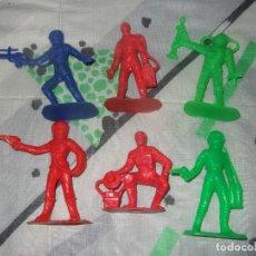 Figuras de Goma y PVC: FIGURAS DE PLASTICO ASTRONAUTAS DEL ESPACIO DE COMANSI OVNI AÑOS 60/70. Lote 183532400