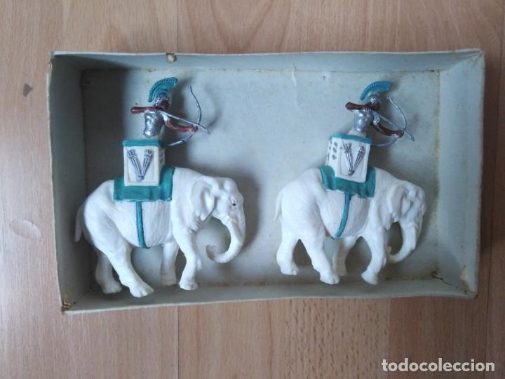 Figuras de Goma y PVC: Caja Cartagineses Roja y Malaret con elefantes. Original. Pech Jecsan. - Foto 6 - 254455230
