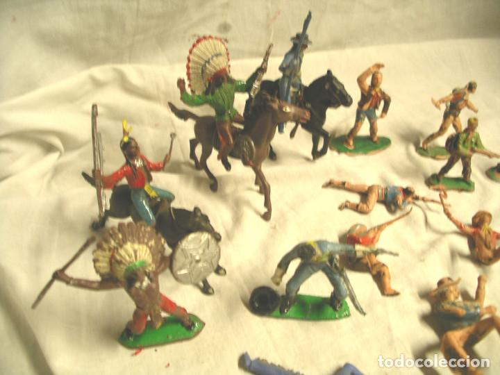 Figuras de Goma y PVC: Lote 17 figuras, 2 caballos, 4 indios, 8 cowboys, 1 sheriff y 1 mujer cowboy - Foto 2 - 183833032