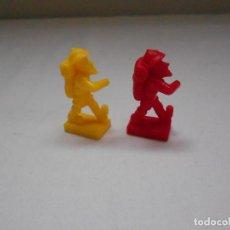 Figuras de Goma y PVC: 2 FIGURAS TIPO DUNKIN. SENDERISTAS. PLASTICO DURO. Lote 183961000