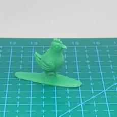 Figuras de Goma y PVC: FIGURA PREMIUM CHICLE DUNKIN/BRB SERIE LA GRANJA - GALLO POLLO VERDE. Lote 184417535