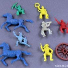 Figuras de Goma y PVC: 8 FIGURAS PLÁSTICO INDIOS VAQUEROS Y CABALLOS AÑOS 60. Lote 184437922