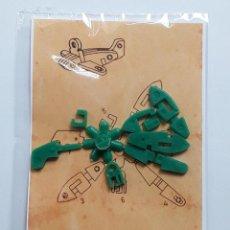 Figuras de Goma y PVC: AVION COLGANTE EN MATRIZ TIPO MONTAPLEX - ARTICULO DE KIOSKO AÑOS 60 - NUEVO. Lote 184492641