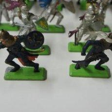 Figuras de Goma y PVC: LOTE DE FIGURAS BRITAINS 18 FIGURAS 5 CABALLOS .. Lote 185785228