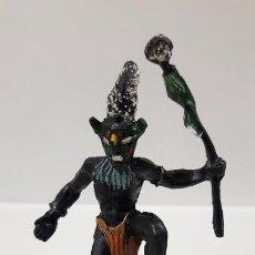 Figuras de Goma y PVC: BRUJO - HECHICERO AFRICANO NEGRO . REALIZADO POR ARCLA . AÑOS 50 EN GOMA. Lote 185909105
