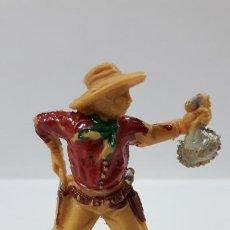 Figuras de Goma y PVC: VAQUERO CON BOLSA DE DINERO . REALIZADO POR LAFREDO . AÑOS 60. Lote 186056997