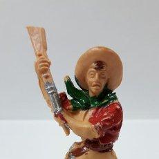 Figuras de Goma y PVC: VAQUERO CON RIFLE . REALIZADO POR LAFREDO . AÑOS 60. Lote 186057147