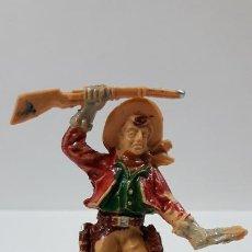 Figuras de Goma y PVC: VAQUERO CON RIFLE Y PUÑAL . REALIZADO POR LAFREDO . AÑOS 60. Lote 186057276