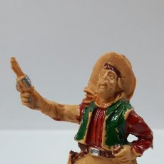 Figuras de Goma y PVC: VAQUERO CON PISTOLA Y BOTELLA . REALIZADO POR LAFREDO . AÑOS 60. Lote 186057407