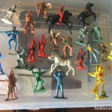 Figuras de Goma y PVC: FIGURAS DE PLÁSTICO. INDIOS , VAQUEROS, ETC. Lote 186058028
