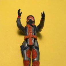 Figuras de Goma y PVC: ANTIGUO MUÑECO GOMA AVIADOR PILOTO AVION MILITAR ESPACIO 10 CM. Lote 186124968