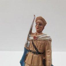 Figuras de Goma y PVC: OFICAL DE REGULARES . REALIZADO POR PECH . AÑOS 50 EN GOMA. Lote 188685543