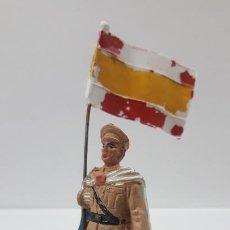 Figuras de Goma y PVC: SOLDADO ABANDERADO DE REGULARES . REALIZADO POR PECH . AÑOS 50 EN GOMA. Lote 188685733