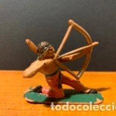 Figuras de Goma y PVC: ANTIGUA FIGURA, INDIO, TIPO COMANSI, MEDIDAS 5 CM, AÑOS 60. Lote 189118385