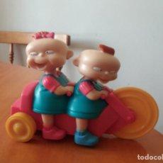 Figuras de Goma y PVC: FIGURA. GEMELAS. RUGRATS. DIVERSIÓN EN PAÑALES. BURGUER KING. CON RETROFRICCIÓN.. Lote 189493476