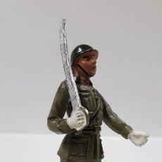 Figuras de Goma y PVC: OFICIAL DE INFANTERIA - DESFILE . REALIZADO POR TEIXIDO . AÑOS 50 EN GOMA. Lote 190230417
