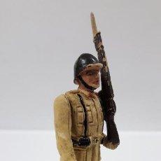 Figuras de Goma y PVC: SOLDADO DE INFANTERIA - DESFILE . REALIZADO POR TEIXIDO . AÑOS 50 EN GOMA. Lote 190231021