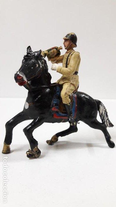 Figuras de Goma y PVC: SOLDADO ESPAÑOL CON TROMPETA A CABALLO - DESFILE . REALIZADO POR TEIXIDO . AÑOS 50 EN GOMA - Foto 2 - 190231341