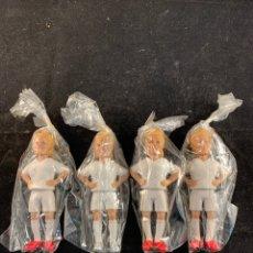 Figuras de Goma y PVC: 4 MUÑECOS FUTBOLISTAS MADRID CON ADHESIVO COCHE. Lote 190233368
