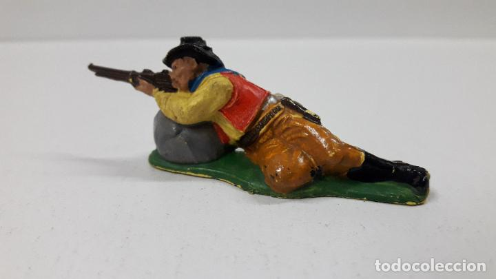Figuras de Goma y PVC: VAQUERO - COWBOY EN POSICION DE DISPARO TUMBADO . REALIZADO POR TEIXIDO . AÑOS 50 EN GOMA - Foto 4 - 190586685