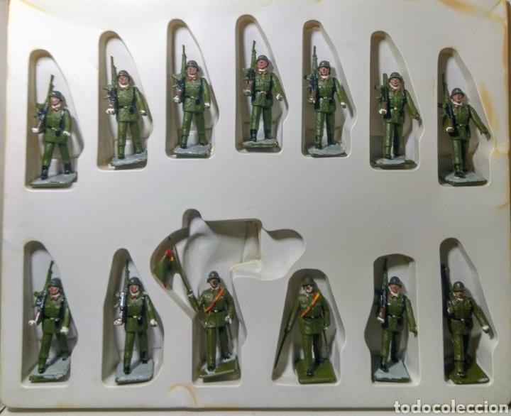 Figuras de Goma y PVC: 13 Soldados en caja. Soldis de Gomarsa. Años 70. - Foto 2 - 190869217