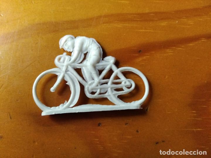 CICLISTA ANTIGUA FIGURA PVC - (Juguetes - Figuras de Goma y Pvc - Otras)