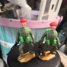 Figuras de Goma y PVC: 2 SOLDADOS MILITARES PLÁSTICO TIMPO TOYS BOINAS ROJAS . Lote 191152791