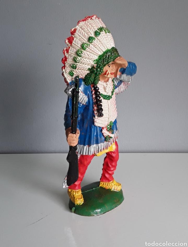 Figuras de Goma y PVC: Guerrero indio de la serie de vaqueros e indios de Lafredo en tamaño grande / gigante de los años 60 - Foto 2 - 191619523