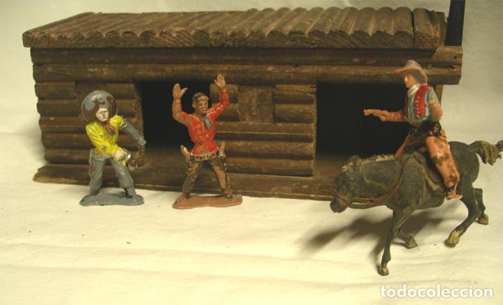 Figuras de Goma y PVC: 3 Vaqueros y Cárcel Fuerte Madera reamsa. Med. carcel 24 x 10,50 x 8 cm - Foto 2 - 191683000