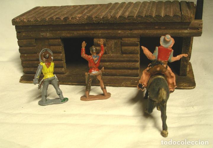 Figuras de Goma y PVC: 3 Vaqueros y Cárcel Fuerte Madera reamsa. Med. carcel 24 x 10,50 x 8 cm - Foto 3 - 191683000