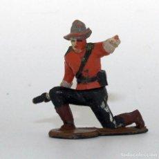 Figuras de Borracha e PVC: GAMA - FIGURA POLICIA MONTADA DE CANADA - GOMA - 50MM - ARTICULADAS EN CINTURA - DOS PIEZAS. Lote 192062080