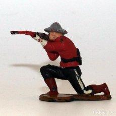 Figurines en Caoutchouc et PVC: GAMA - FIGURA POLICIA MONTADA DE CANADA - GOMA - 50MM - ARTICULADAS EN CINTURA - DOS PIEZAS. Lote 192062105