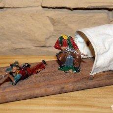 Figuras de Goma y PVC: ANTIGUA BALSA DE MADERA DE REAMSA CON SUS DOS FIGURAS ORIGINALES - AÑOS 60. Lote 192287525