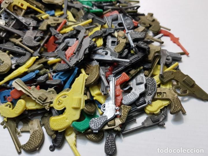 Figuras de Goma y PVC: Lote varios cientos pistolas-revolveres montaplex o similar de sobre - Foto 2 - 192288622