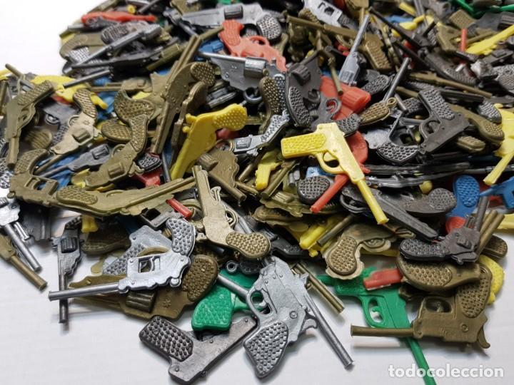 Figuras de Goma y PVC: Lote varios cientos pistolas-revolveres montaplex o similar de sobre - Foto 3 - 192288622