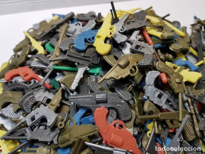 Figuras de Goma y PVC: Lote varios cientos pistolas-revolveres montaplex o similar de sobre - Foto 4 - 192288622