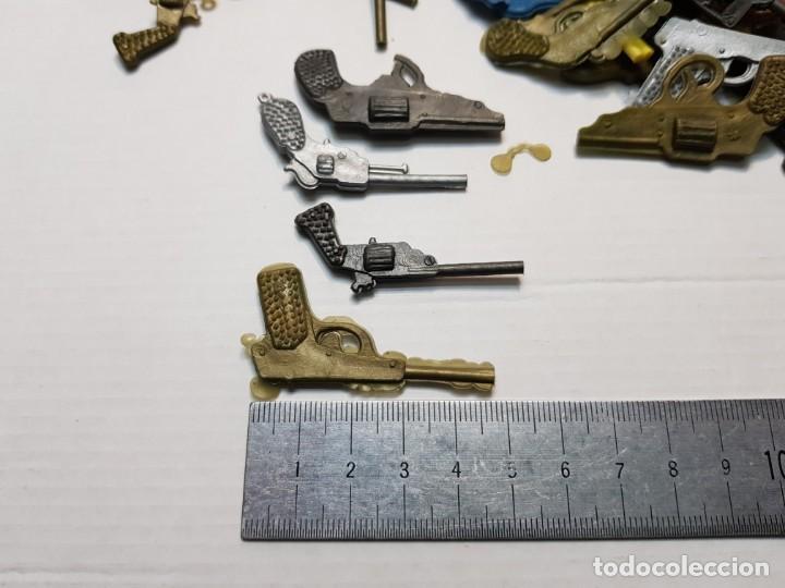 Figuras de Goma y PVC: Lote varios cientos pistolas-revolveres montaplex o similar de sobre - Foto 5 - 192288622
